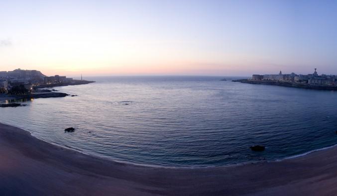 Playa Riazor/Orzán. Puerto de cruceros de A Coruña