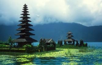 Templo de Beduguol en Indonesia. Crucero por Asia