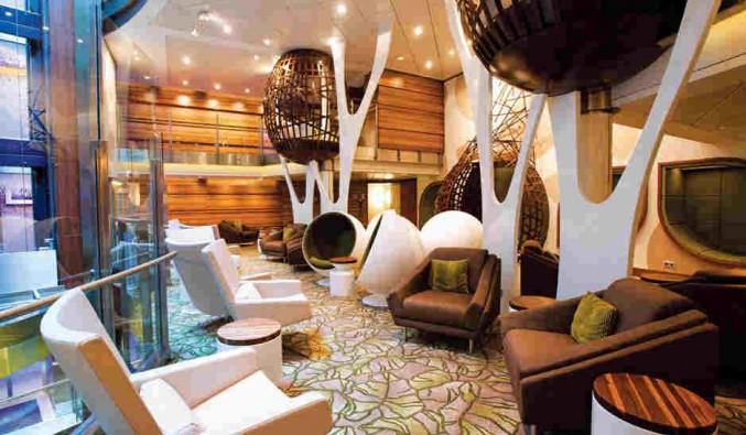 Imagen del Salón Hideaway del barco Celebrity Equinox