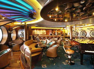 Imagen del Piano Bar del barco de cruceros Adventure of the Seas de Royal Caribbean
