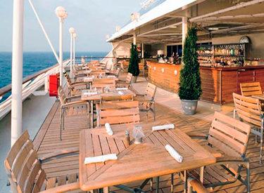 Imagen del Bar en cubierta del barco Azamara Quest
