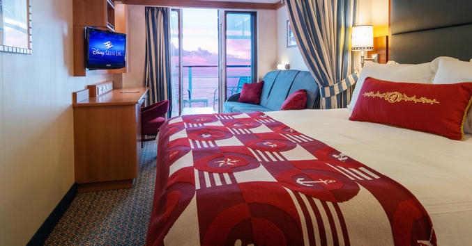 Imagen de un Camarote con balcón del barco Disney Fantasy