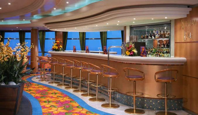 Imagen del Atrium Bar del barco Norwegian Sky