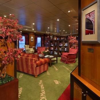 Imagen de la Librería América del barco Pride of America de la Naviera Norwegian