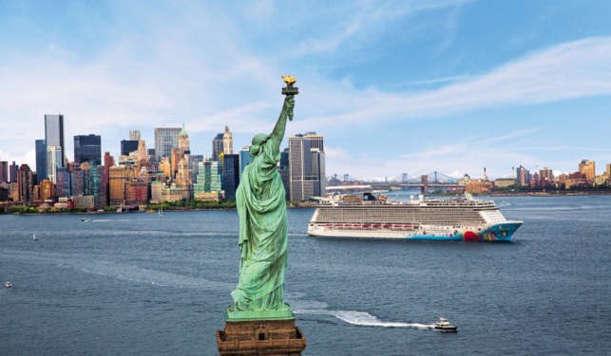 Vista de la estatua de la libertad a bordo de un crucero de Norwegian Cruise Line