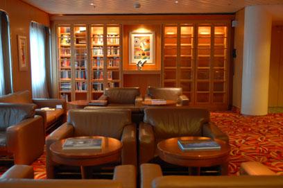 Imagen de la Biblioteca del barco Sovereign de Pullmantur