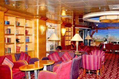 Imagen del Bar Michaels del Barco Zenith de Pullmantur