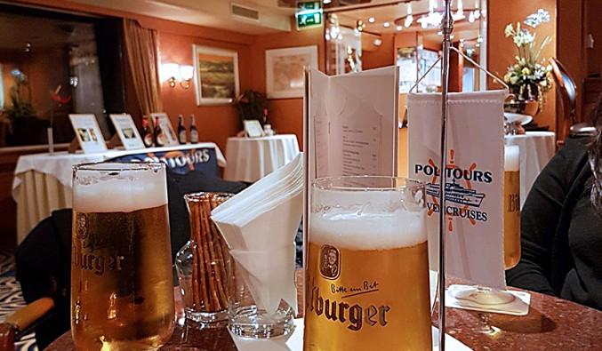 cruceros-fluviales-naviera-politours-nudoss-Barco SWISS PEARL 004 cerveza f_Gema 2017 rgb