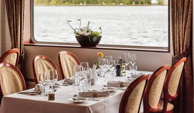 cruceros-fluviales-naviera-politours-nudoss-Barco SWITZERLAND II rest rgb