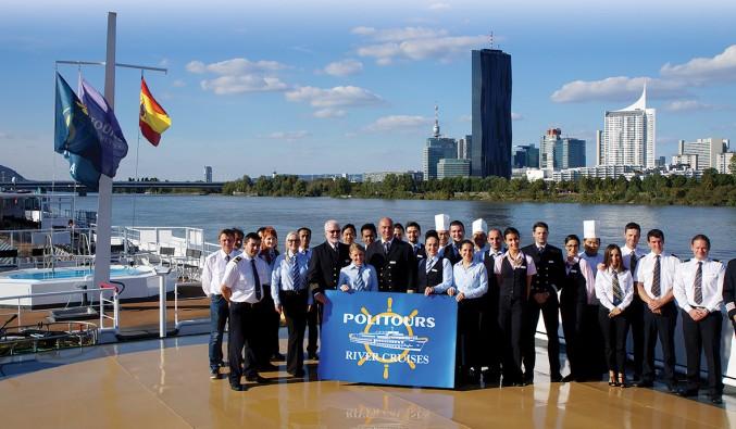 cruceros-fluviales-naviera-politours-nudoss-POLITOURS Crucero DANUBIO 2016 tripulación DSC01784 rgb