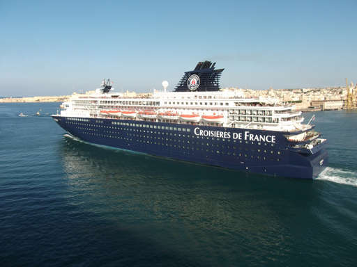 Barco de la naviera Croisières de France