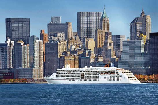 Barco de la naviera Hapag-Lloyd Cruises