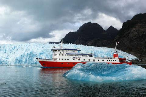 Barco de la naviera Skorpios