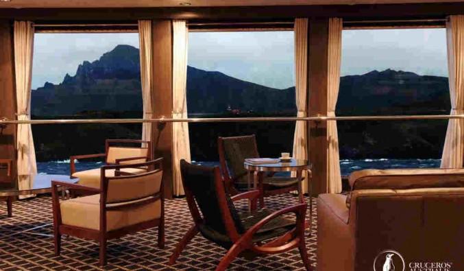 Imagen del Salón Sky del barco Stella Australis