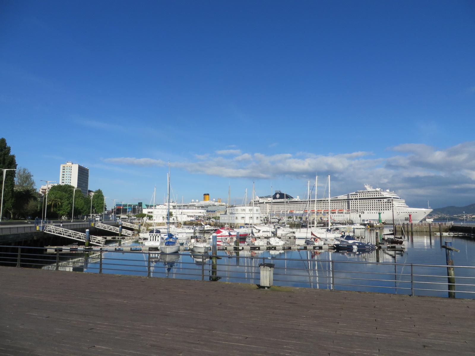 Doble escala hoy en el puerto de vigo costa luminosa y - Puerto de vigo cruceros ...