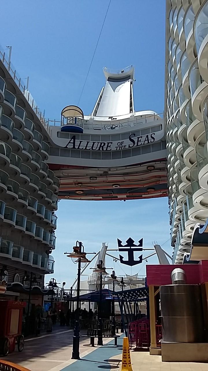 Allure of the seas fotos del barco m s grande del mundo for Allure of the seas interior