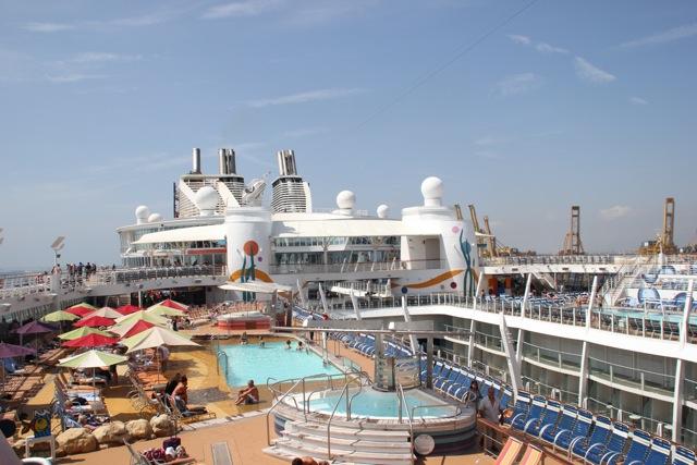 Vista de una de las cubiertas del barco más grande del mundo