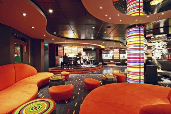 Imagen del Manhattan Bar del barco MSC Fantasia