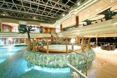 Imagen dela Piscina cubierta del barco MSC Fantasia