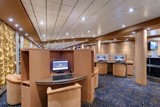 Imagen del Internet Cafe a bordo del barco Msc Armonia