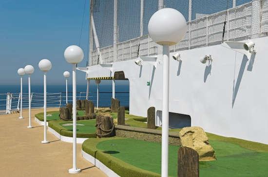 Imagen del Minigolf a bordo del barco Msc Armonia