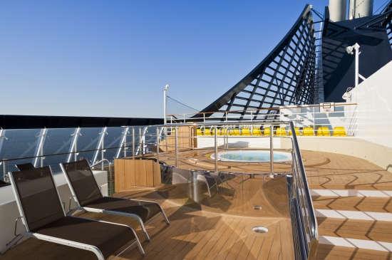 Imagen de la proa del barco MSC Divina