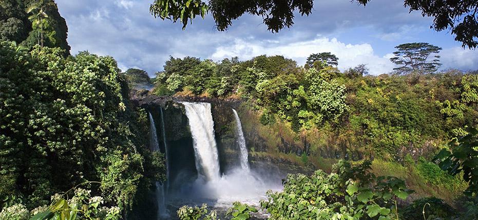 视图:瀑布是夏威夷最迷人的风景之一。     照片来自:皇家加勒比邮轮