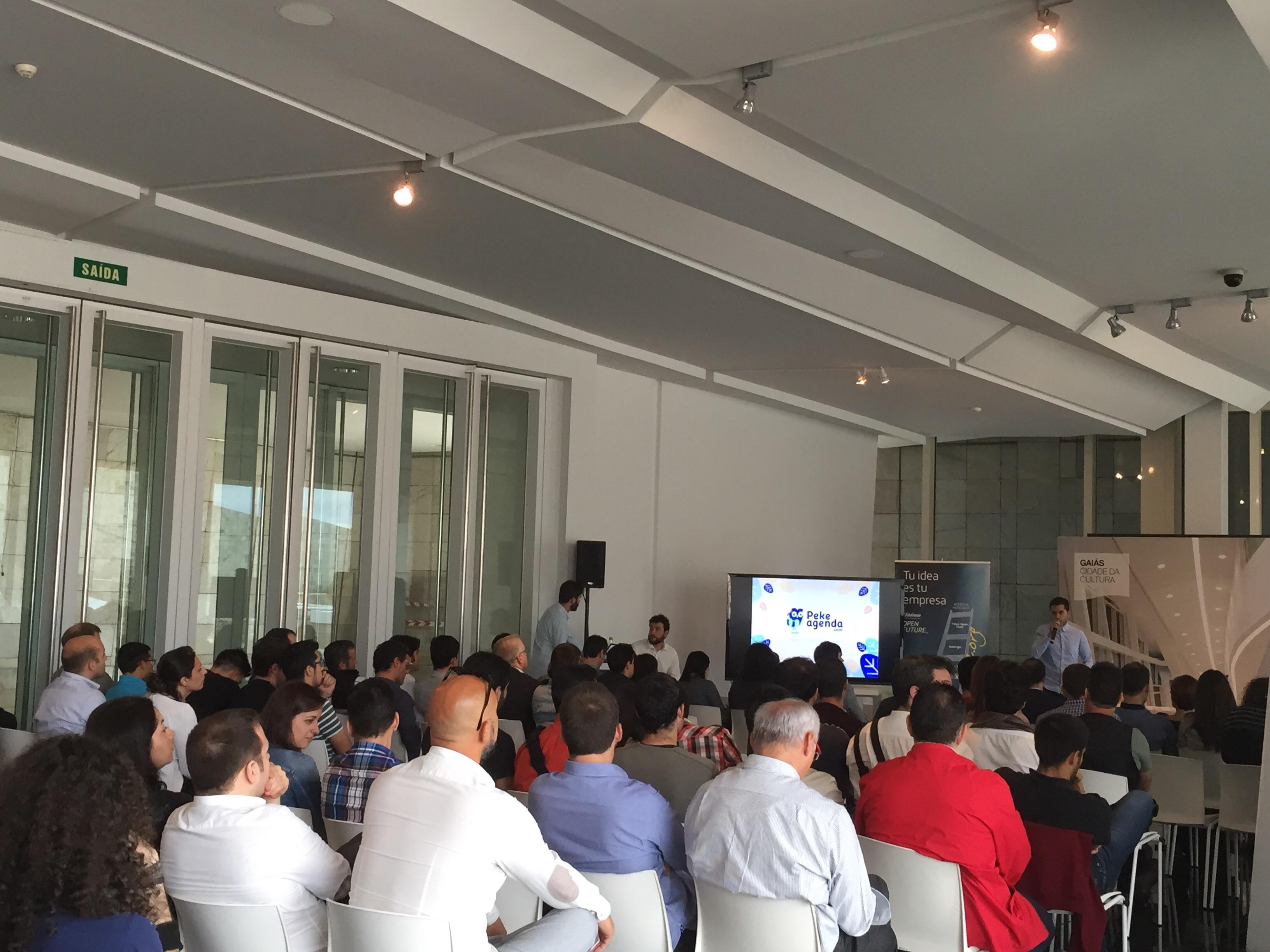 Representantes de los 50 proyectos seleccionados en el encuentro de bienvenida al programa Galicia Open Future en la Sala Eisenman de la Cidade da Cultura de Galicia.