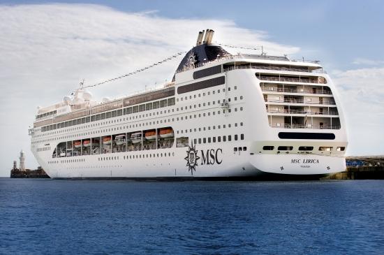Barco MSC Lirica