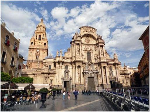 Vue de la Plaza de Belluga, dans la capitale de Murcie