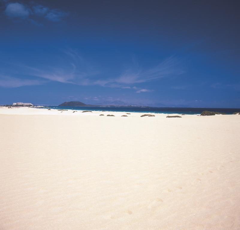 Los arenales de Corralejo son uno de los reclamos fundamentales de la escala de crucero en esta zona de la isla de Fuerteventura. Foto Patronato de Turismo de Fuerteventura.