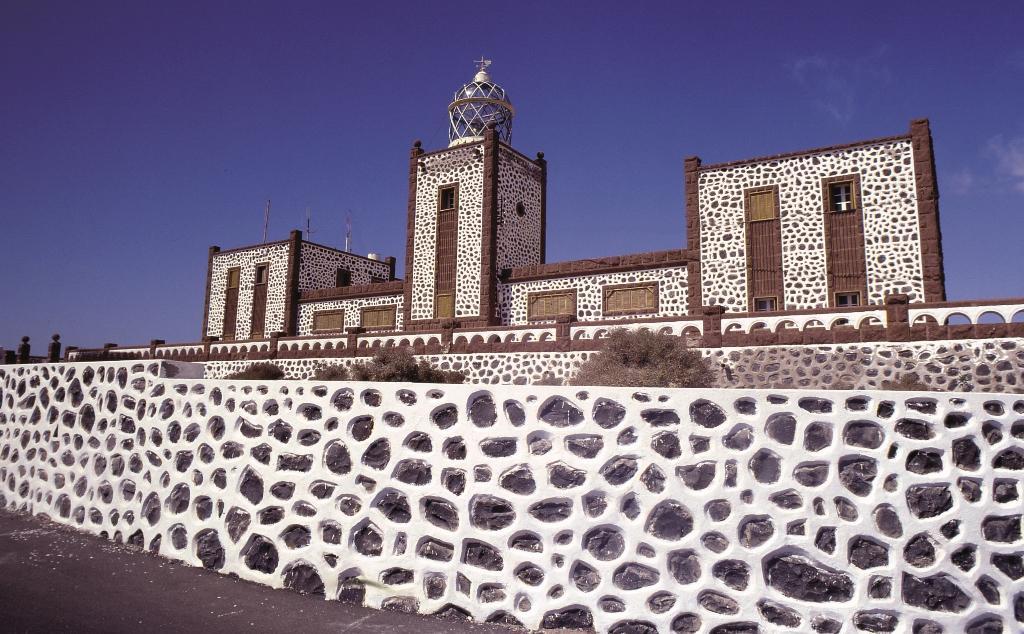 Faro de la Entallada, uno de los monumentos que se pueden visitar durante la escala de crucero en Gran Tarajal. Foto Patronato de Turismo de Fuerteventura.