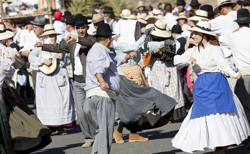 El folclore tradicional es otro de los grandes atractivos de los pintorescos pueblos de Fuerteventura. Foto Patronato de Turimo de Fuerteventura.