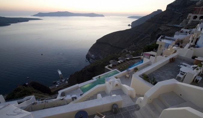 Imagen del puerto de cruceros de Santorini