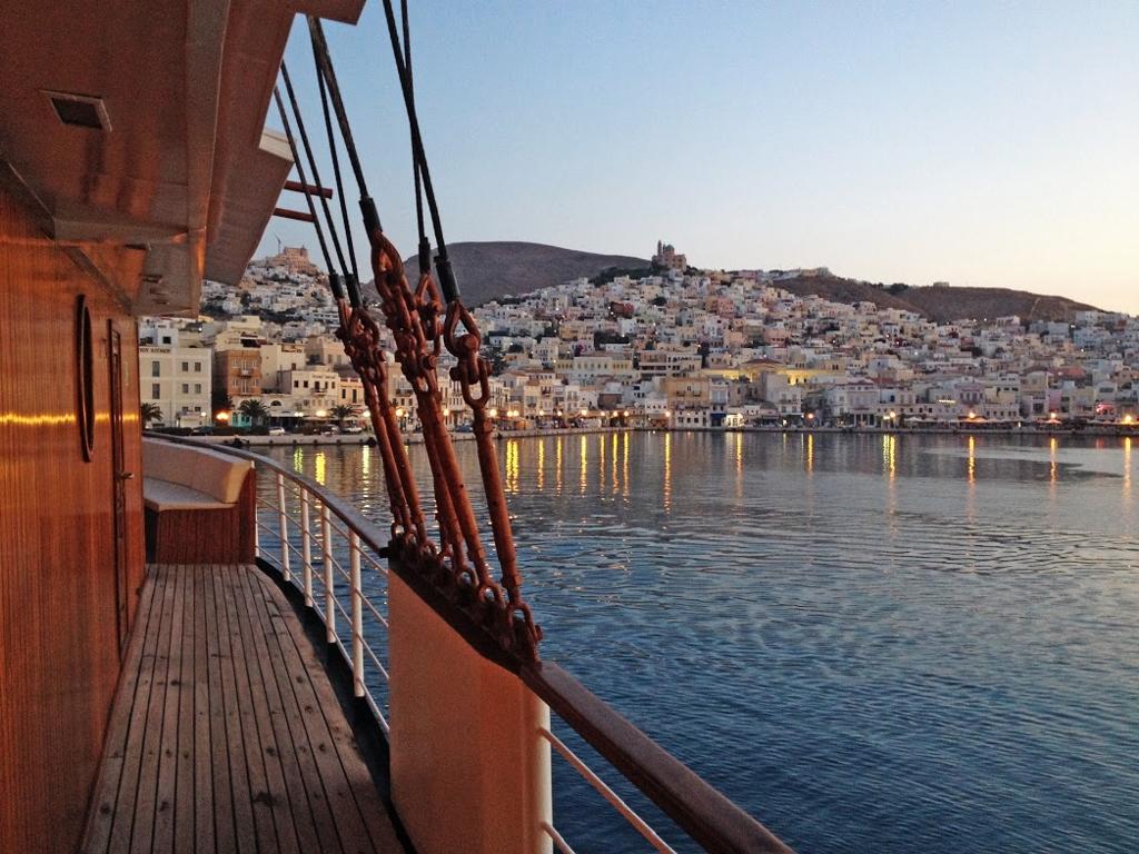 http://nudoss.com/wp-content/uploads/2015/11/Galeria_Syros-1-1024x768.jpg