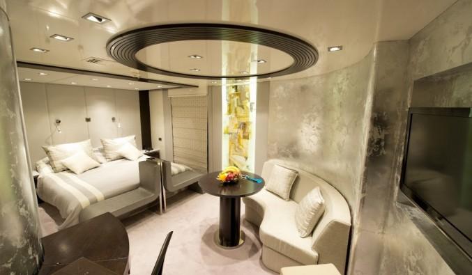 Imagen de una Suite a bordo de un crucero de variety cruises