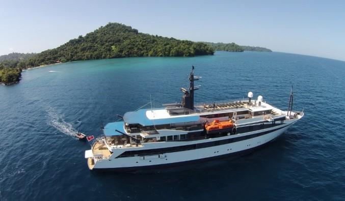 barco Voyager de Variety Cruises por Costa Rica