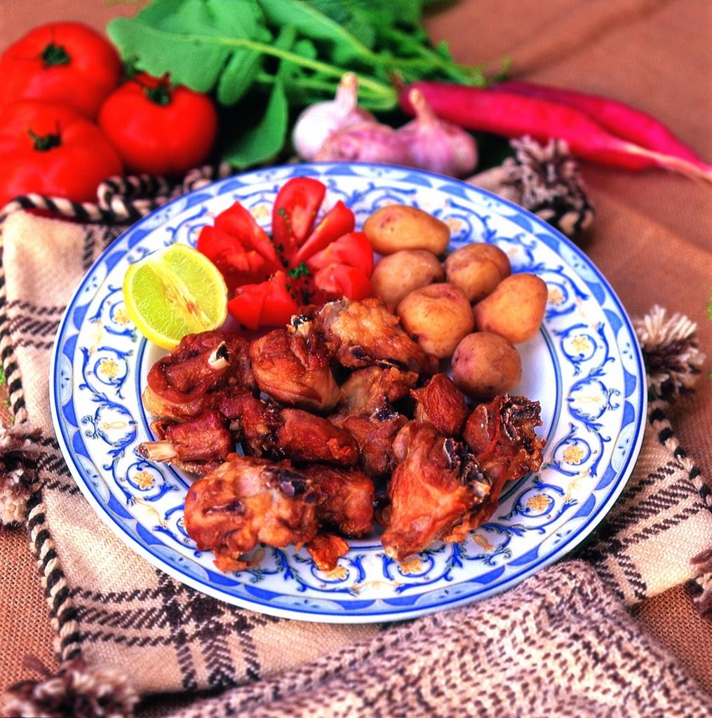 La Carne de Cabra, uno de los platos típicos de la gastronomía de Corralejo. Foto Patronato de Turismo de Fuerteventura.