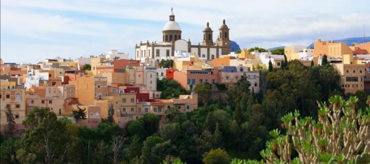 Recala en los puertos de las bellas Islas Canarias navegando con Variety Cruises.