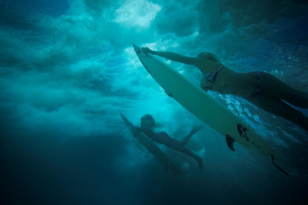 Corralejo dispone de lugares idóneos para la práctica de deportes náuticos como el surf.