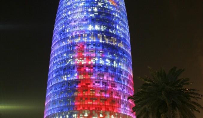 Port de Barcelona. Vista de la torre agbar