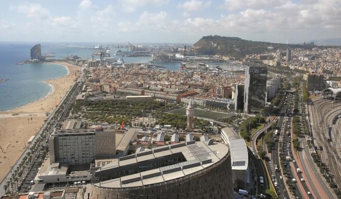 Port de Barcelona. Vista de la fachada maritima