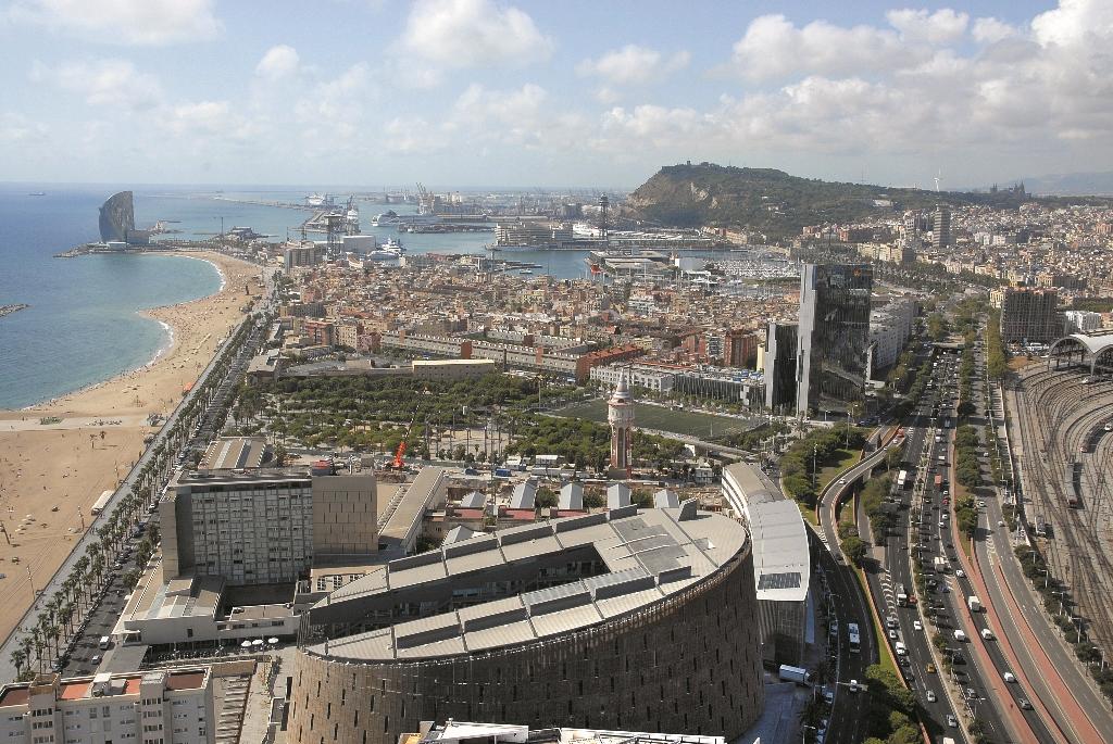 Puerto de Cruceros de Barcelona Vista de la Fachada Marítima