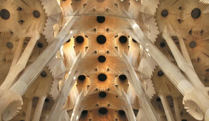 Port de Barcelona. Vista del interior de la basilica de la sagrada familia