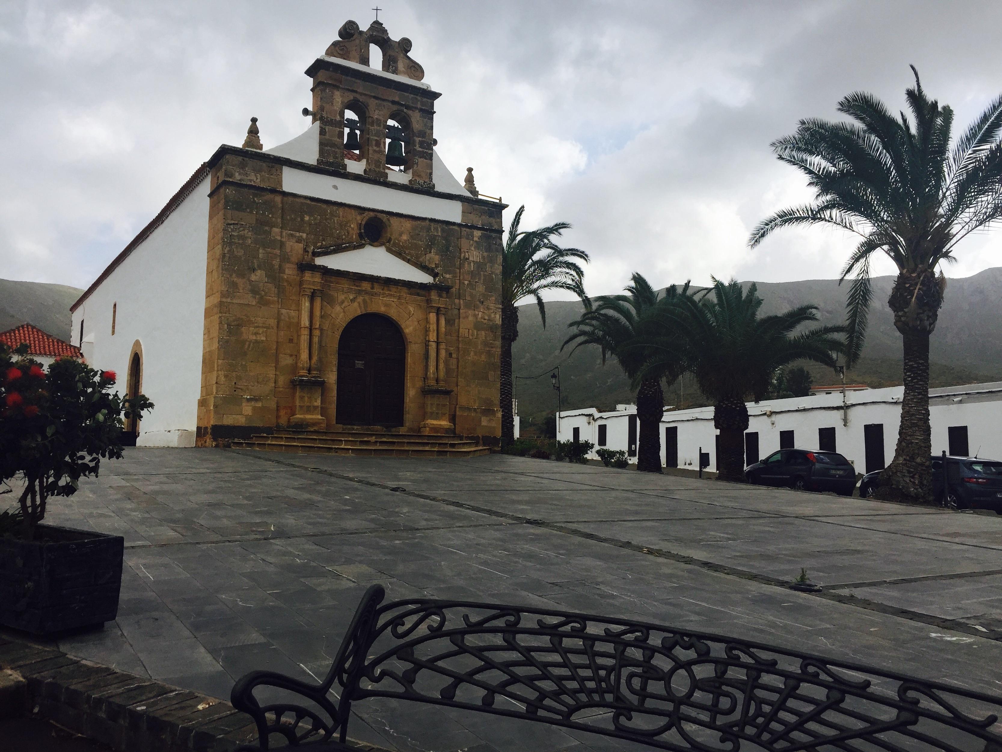 Ermita de San José de Teserejague vista puerto de cruceros de Gran Tarajal