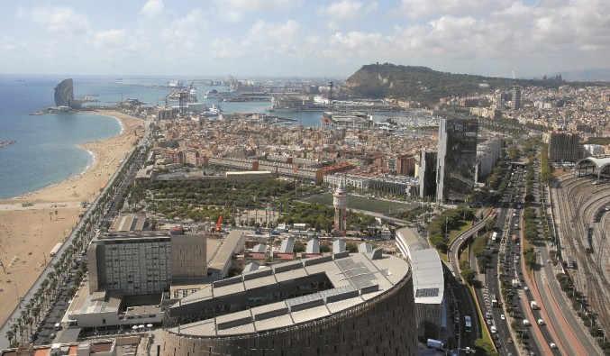 image de port de Barcelone, vue de la façade maritime