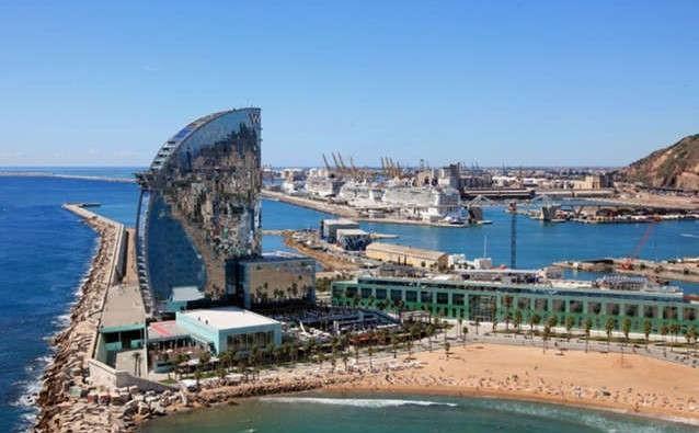 image de port de croisière de Barcelone