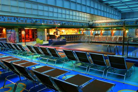Imagen de la Piscina cubierta del barco Costa Fortuna