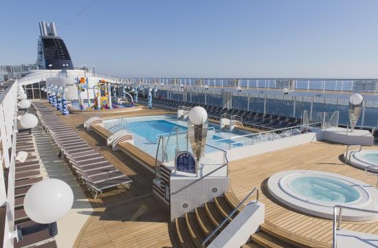 Imagen de las Piscinas del barco Msc Opera