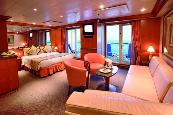 Imagen de una Suite con balcón del barco Costa Atlántica